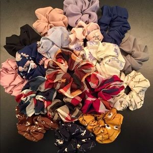 Accessories - ✨3 FREE W PURCHASE OVER $12✨ Scrunchies! 💕